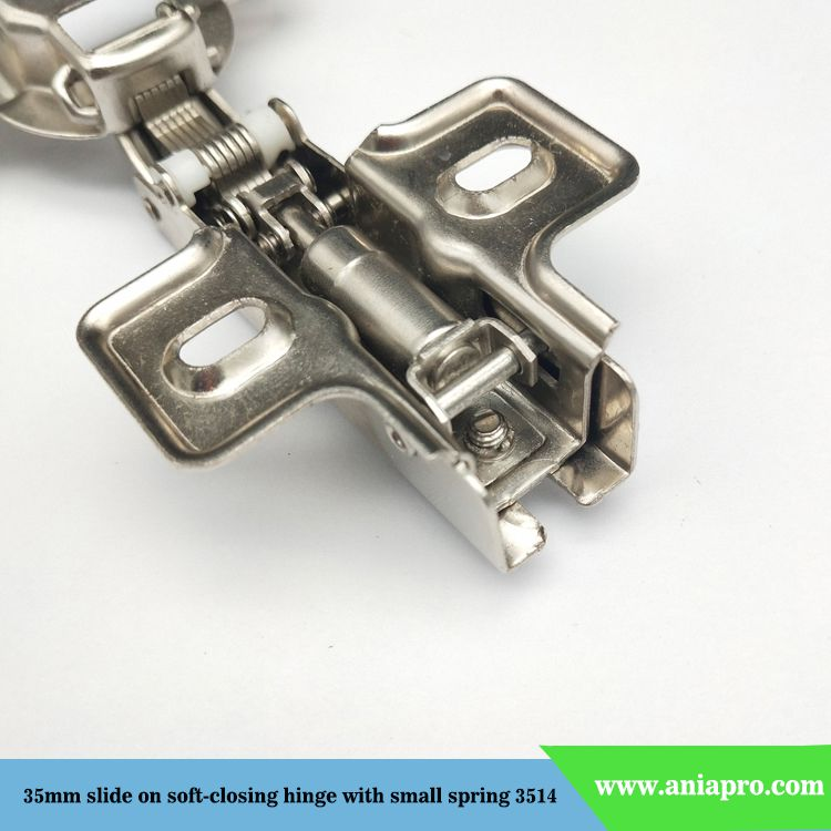 slide-on-soft-closing-hinge-with-small-spring-detail